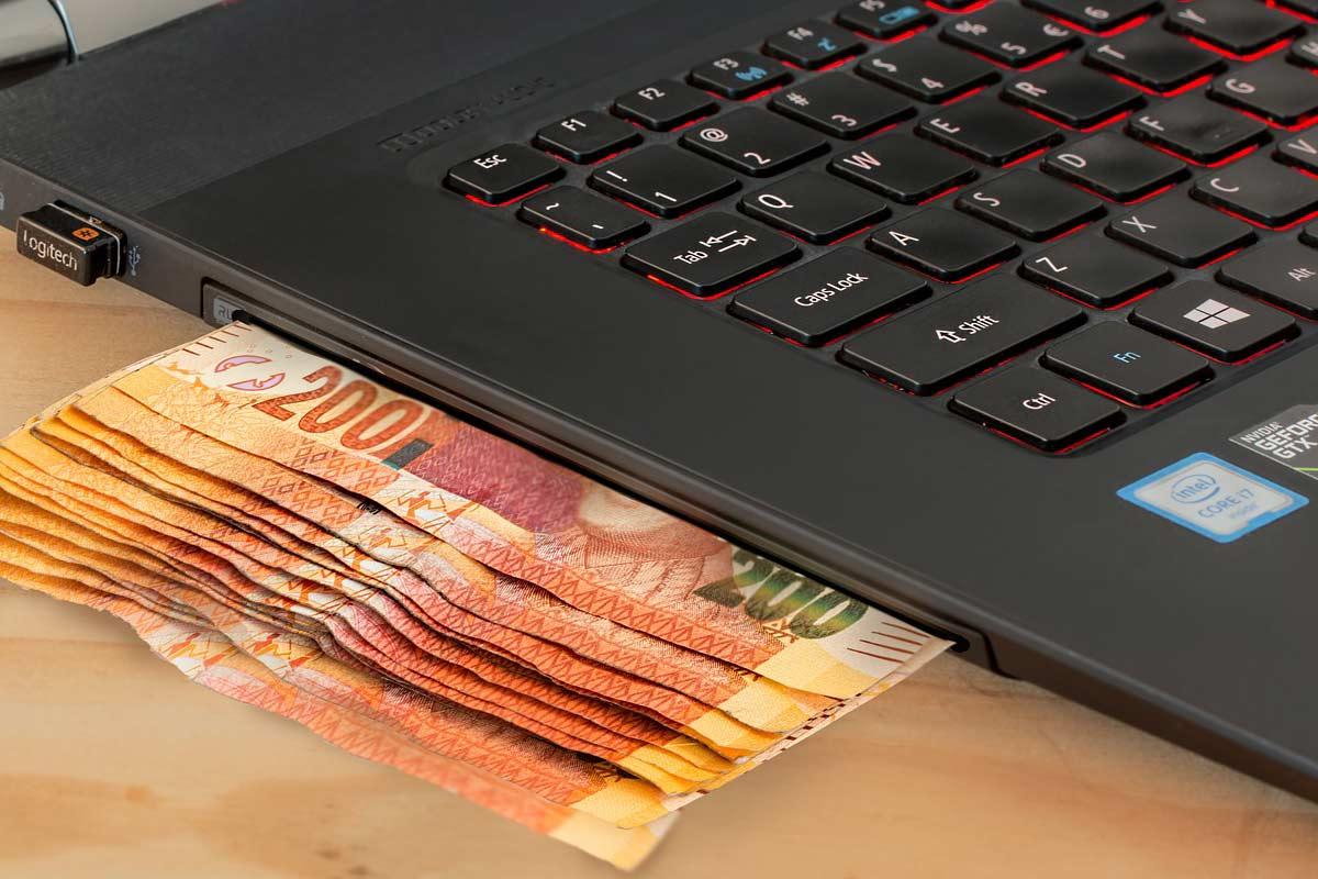Деньги, ноутбук