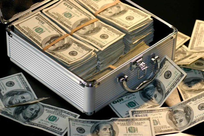 Как без комиссии снимать деньги с кредитной карты Сбербанка